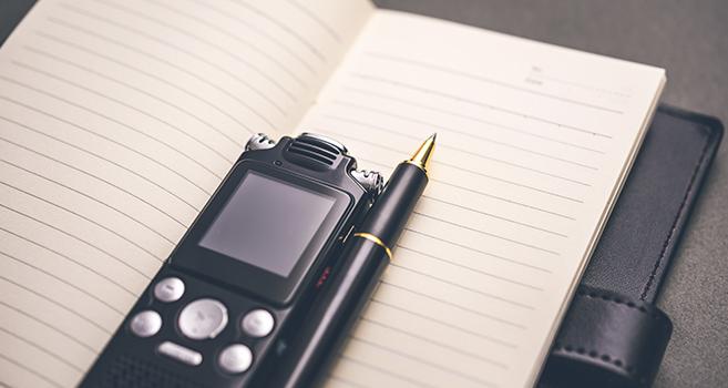 ノートとボイスレコーダーの画像