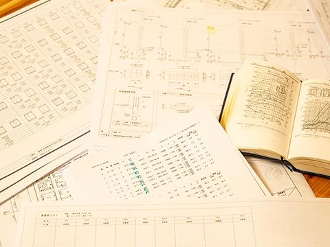 書類や参考書の画像