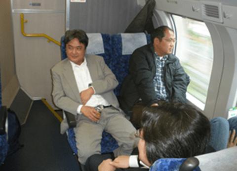 新幹線グリーン車で移動中