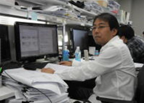 橋本さんと仕事場風景