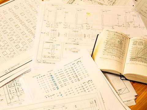 書類や参考本の画像